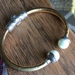 Brighton hammered gold hinged pearl bangle